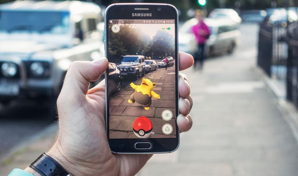 Augmented reality (AR) vs. Virtual eality (VR): What's the difference?
